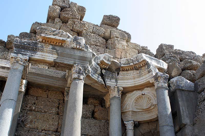 Многие достопримечательности в Турции бесплатны. Например, эти руины в Сиде