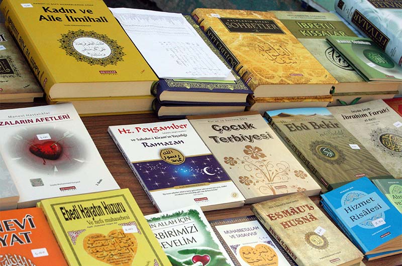 Книги на уличном развале