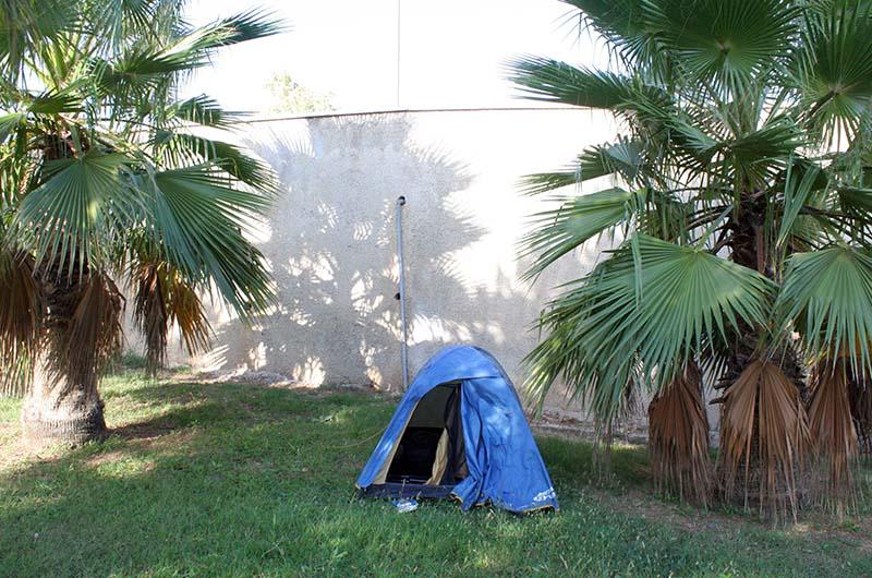 Одно из мест для палатки в турецком городе.