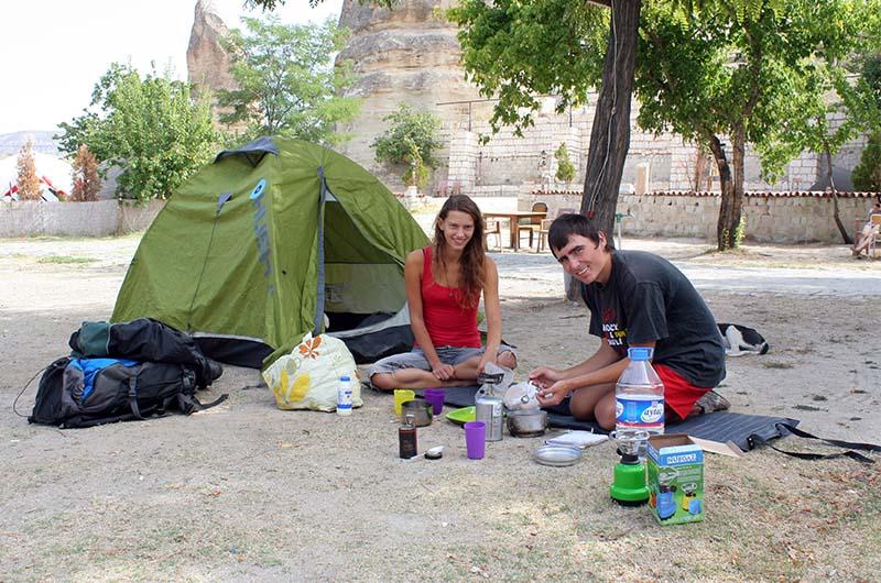 Кемпинг в Турции. Палатка польских путешественников.