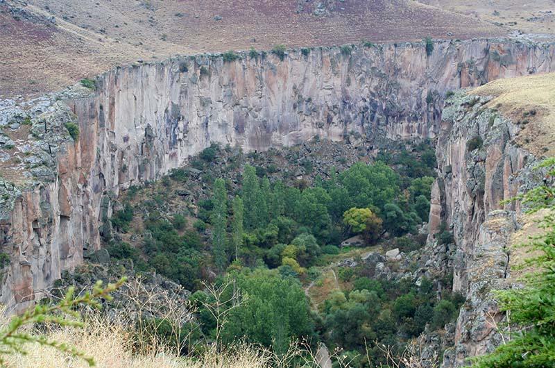 Вид на долину Ихлара со стороны села Ихлара.