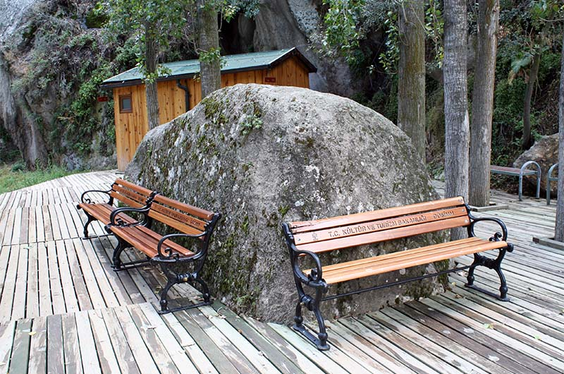 Место для отдыха около Центра обслуживания туристов.