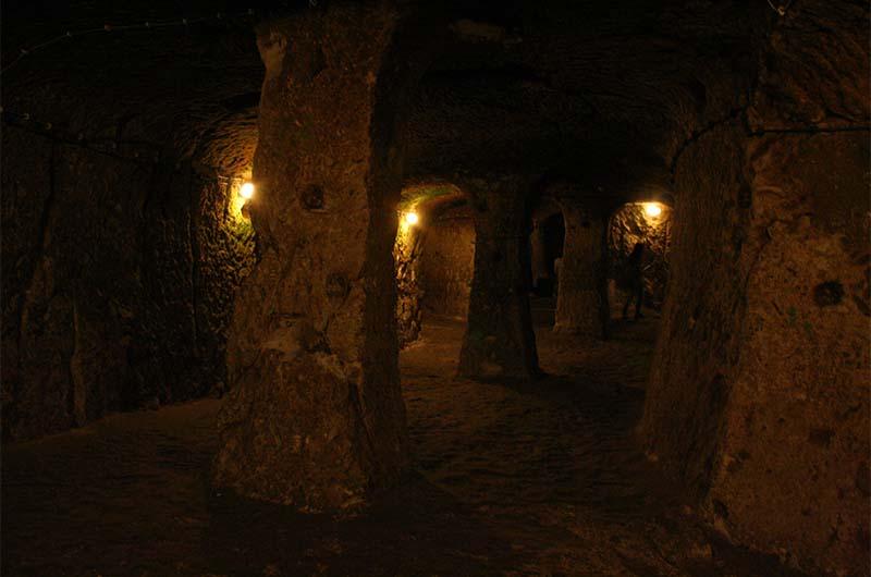 В больших помещениях древние строители «установили» колонны.
