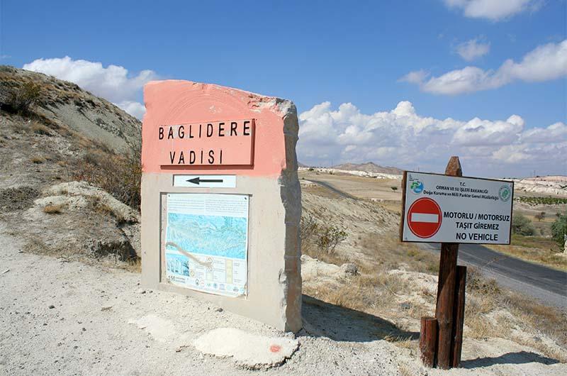 Путевой камень  в Белую долину со стороны Чавушина.