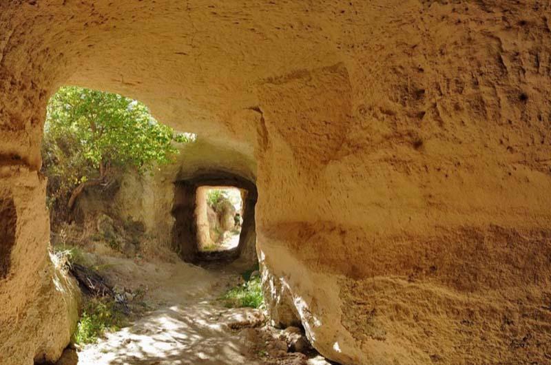 Один из туннелей в долине.