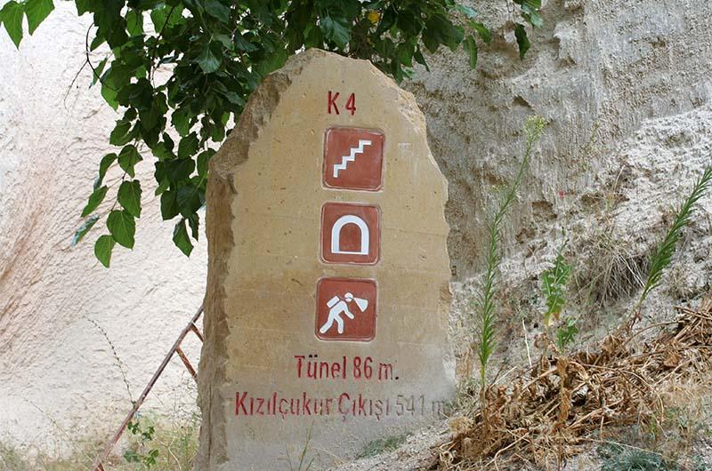Путевой камень в Красной долине перед туннелем длиной 86 м.