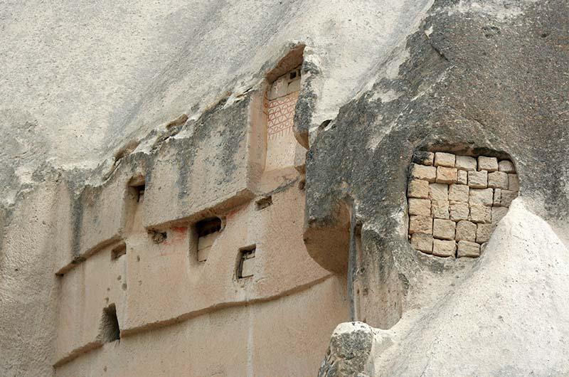 Голубятни в стенах каньона.