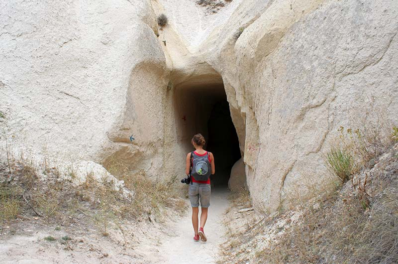 В Красную долину не помешает взять фонарь для прохождения туннелей.