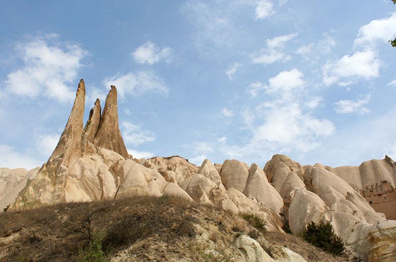 Скалы в долине Мескендир.