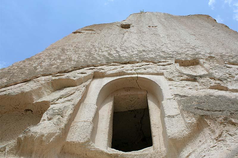 Вход в скальную церковь.