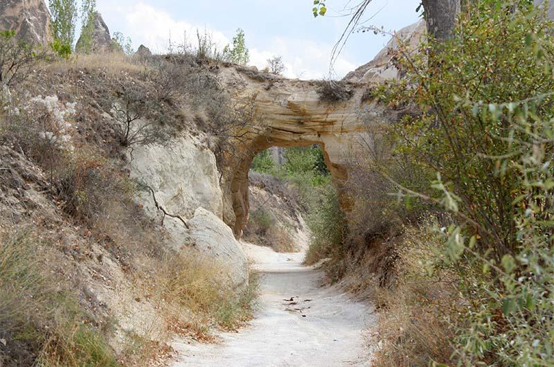 Один из туннелей в долине Мескендир.