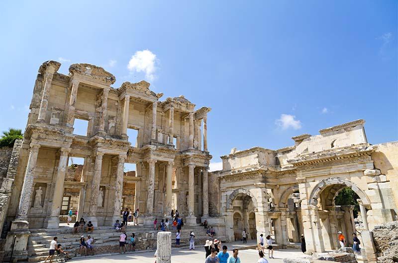 Библиотека Цельса в древнем городе Эфесе.