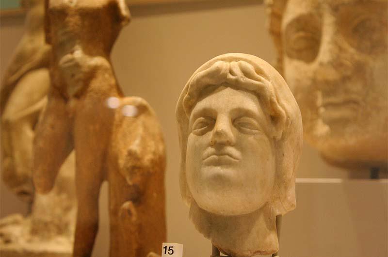 Экспонаты в музее Алании.