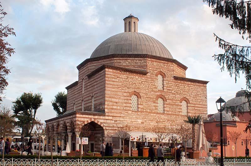 Здание исторического хамама Хюррем в Стамбуле.