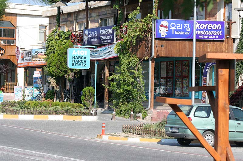 Корейский ресторан рядом с сетевым магазином А101.