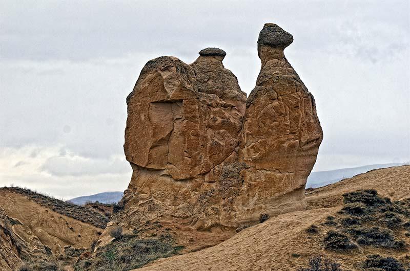 """Знаменитая скала """"Верблюд"""" в долине Дервент."""