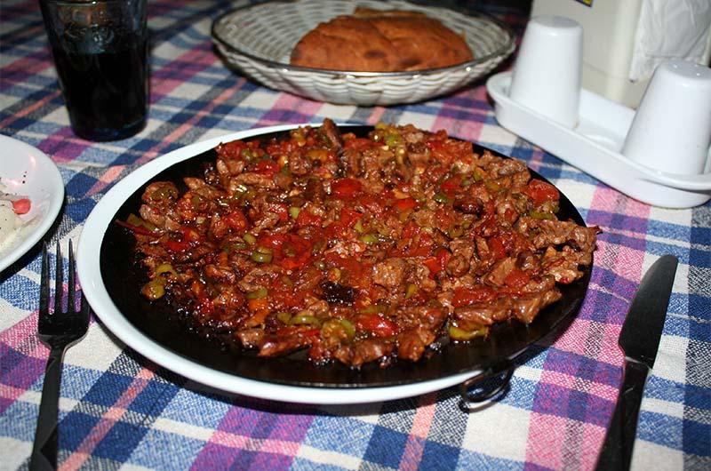 Сач кавурма в ресторане в деревне Белысырма (долина Ихлара).