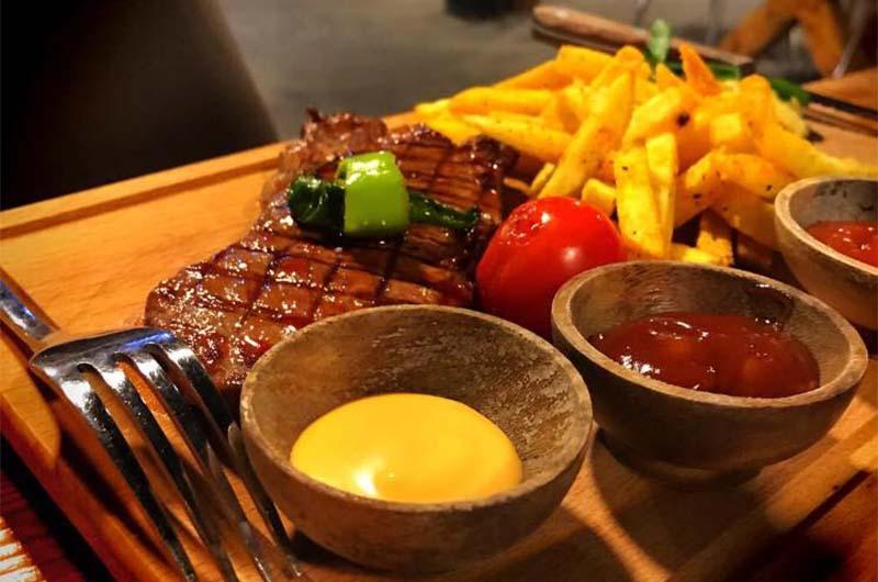 В ресторане европейской кухни Smile Steak House (Гёреме).