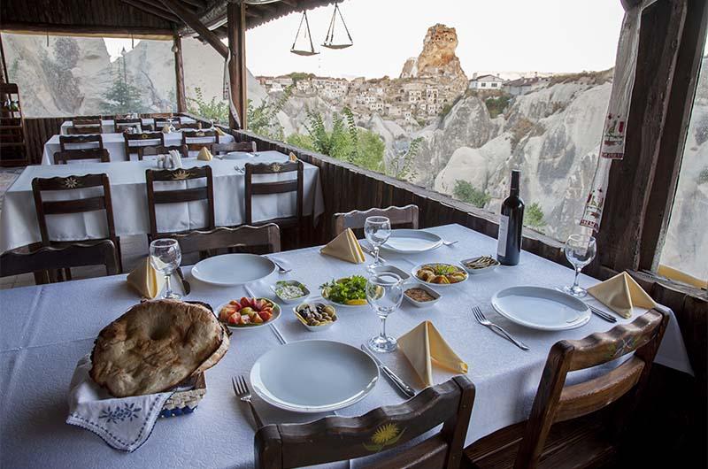 Вид на крепость с террасы ресторана Tandir Cafe Restaurant (Ортахисар).