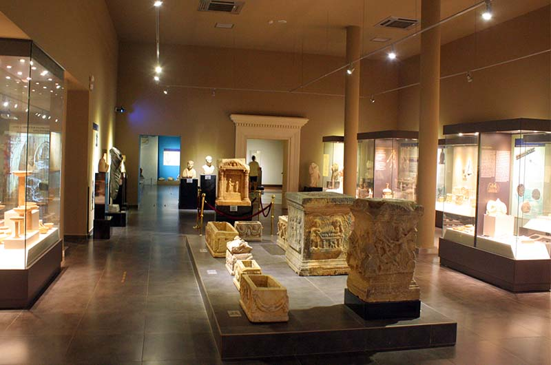 Один из залов археологического музея в Алании.