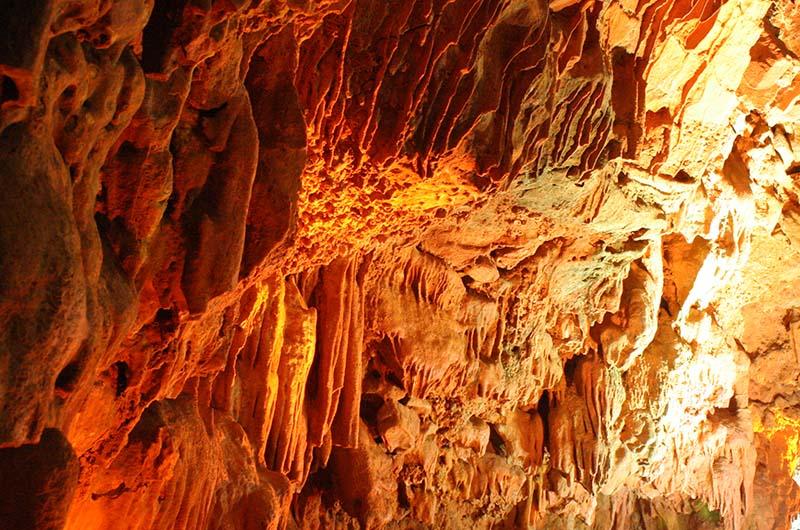 Сталактиты в пещере Дамлаташ.