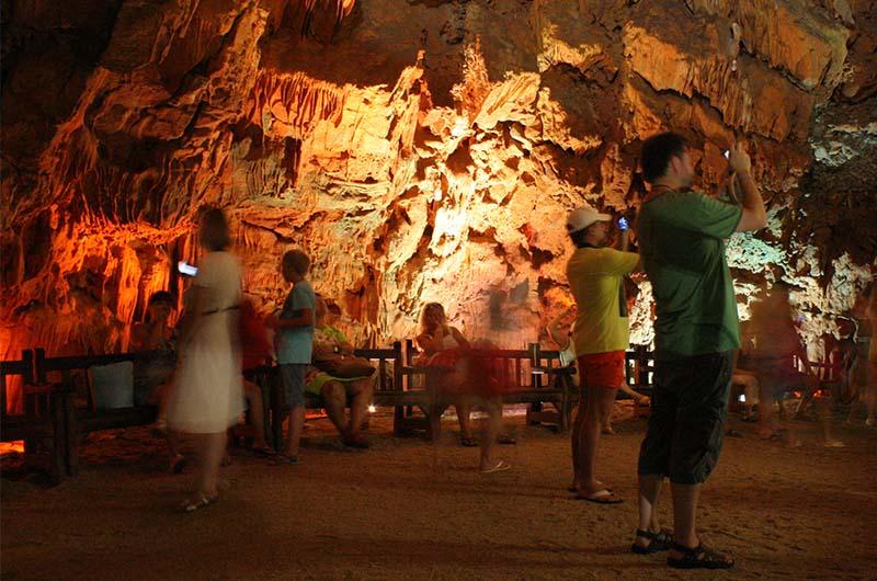 Фотографии в пещере получаются размытыми.