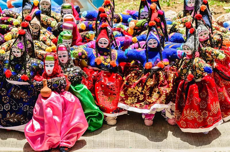 Куклы из Каппадокии в традиционных турецких нарядах.