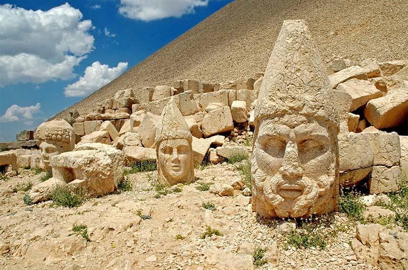 Каменные головы Немрут-дага.
