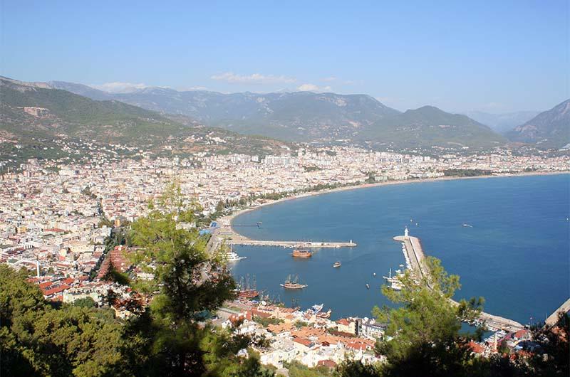 Вид на гавань из крепости.