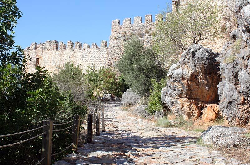 Дорога ко входу в крепость Эхмедек.