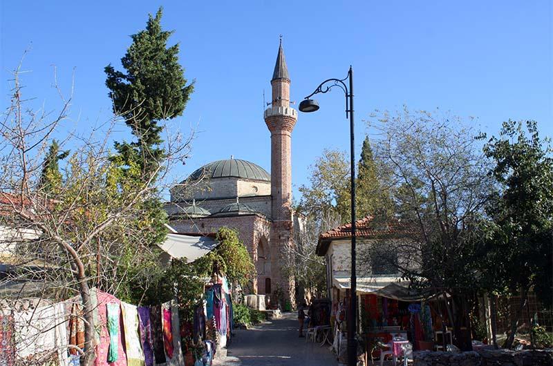 Вид на мечеть со стороны крепости Эхмедек.