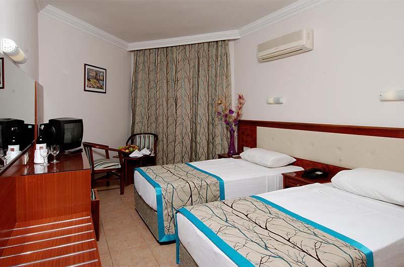 Номер в 3-звездочном отеле Hatipoglu Beach Hotel в Алании.