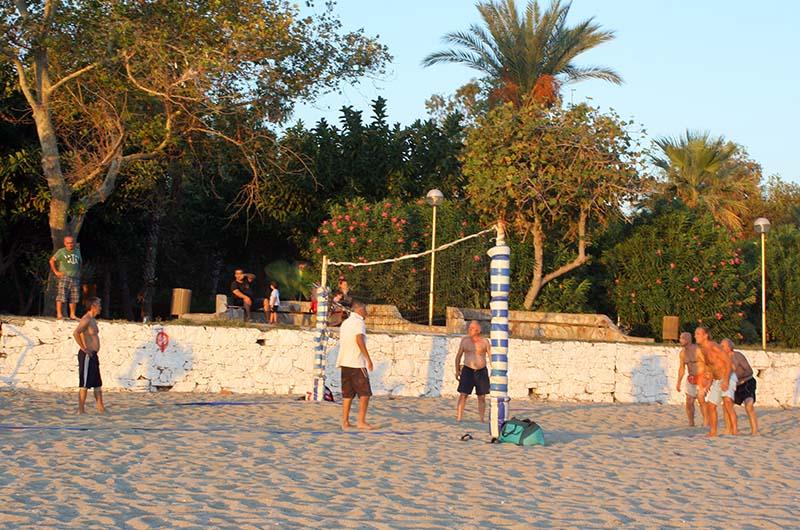 Площадка для пляжного волейбола.