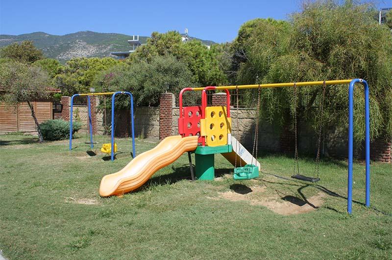 Детская площадка без излишеств.