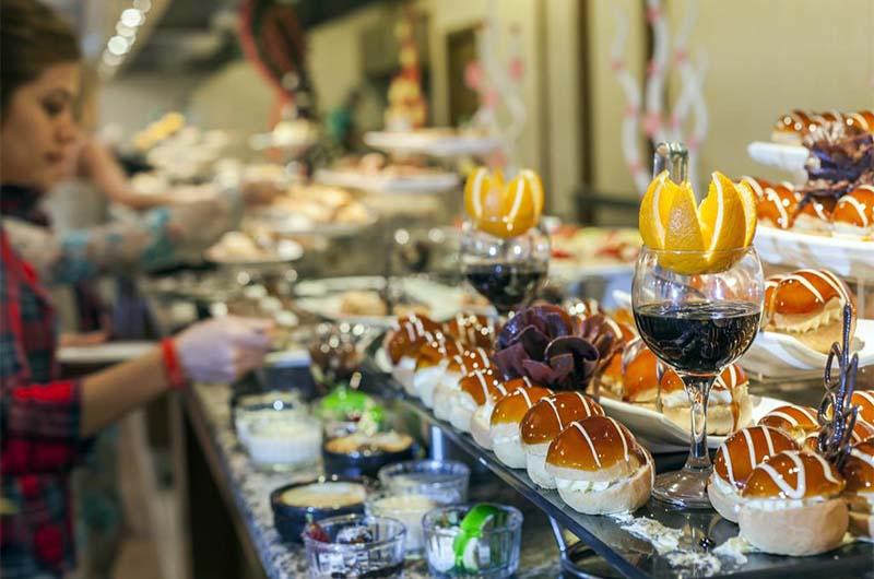 """Шведский стол по системе """"Все включено"""" в отеле Club Hotel Phaselis Rose в Текирова."""