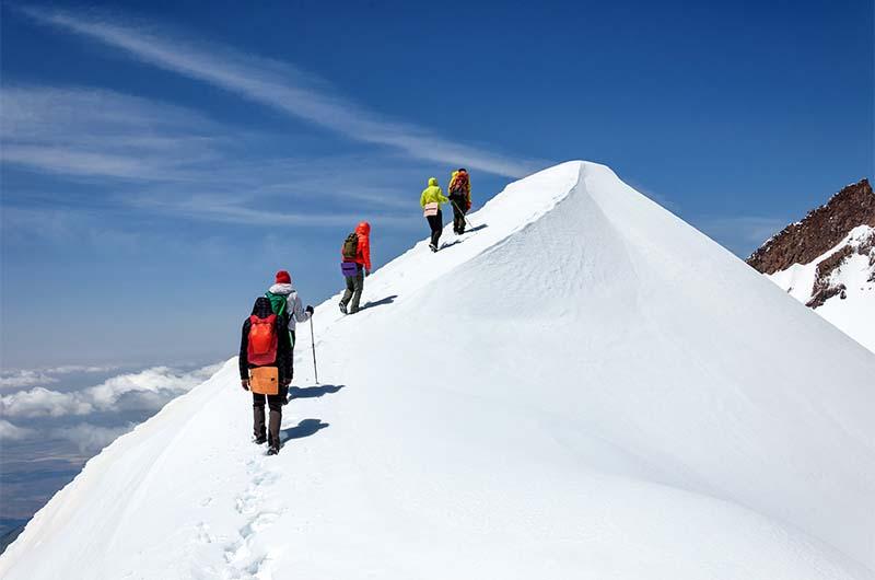 Восхождение на вершину Эрджияс в составе туристической группы.