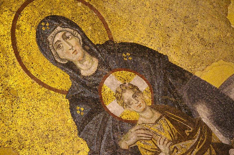 Мозаика на полусводе над михрабом: Дева Мария и младенец Иисус (867 г.).