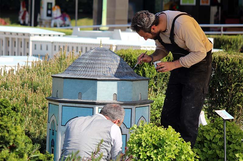 Реставрация макетов в парке Миниатюрк.