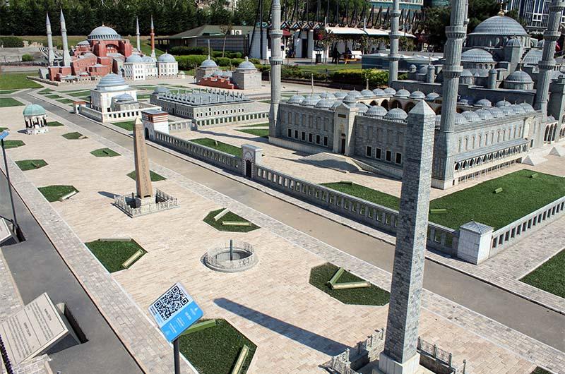 Вид на макеты Ипподрома, Голубой мечети и собора Айя-София.