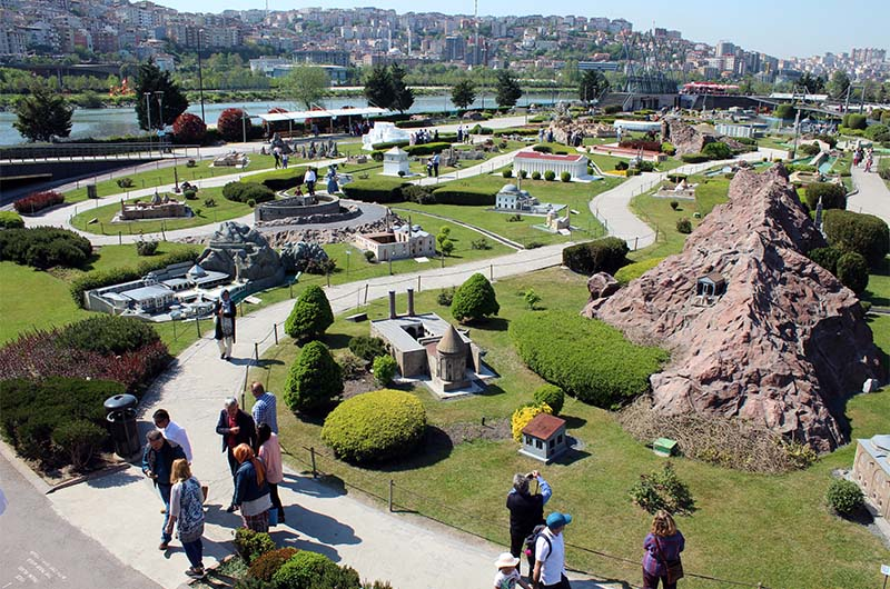 Панорамный вид на парк.