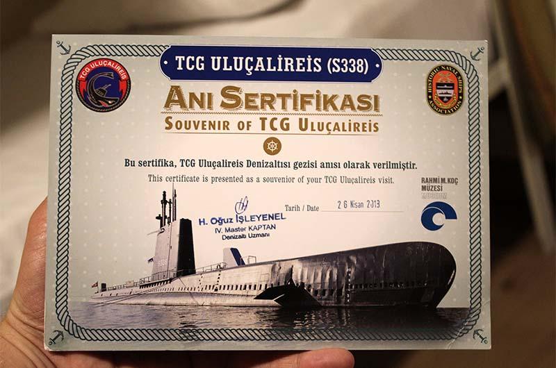 Сувенирный сертификат, который дают всем после экскурсии на подводной лодке.