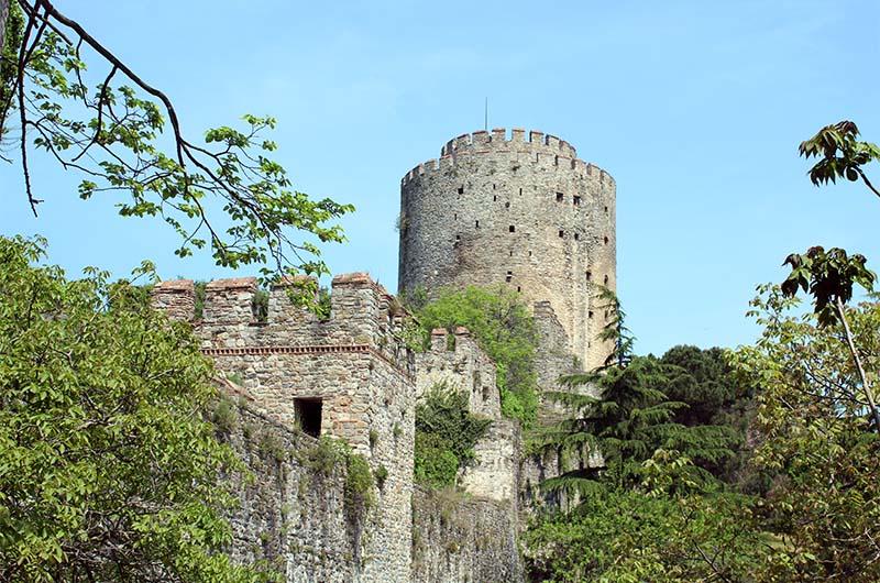 Одна из трех основных башен крепости.