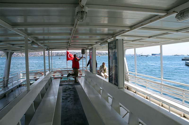 Экскурсионный паром даже в самый пик сезона бывает пустой. Представьте: весь корабль принадлежит полностью вам.