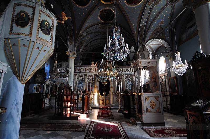 Внутри церкви.