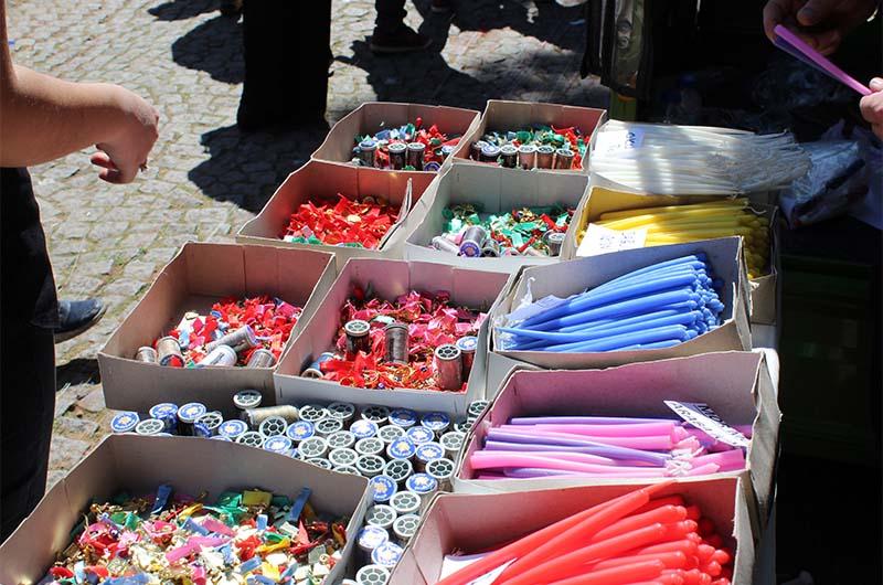Ещё неплохо продаются свечи и катушки с нитками.