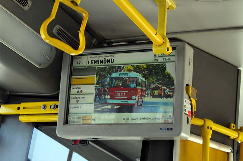 По таким мониторам в автобусах можно ориентироваться, на какой остановке нам надо выйти.