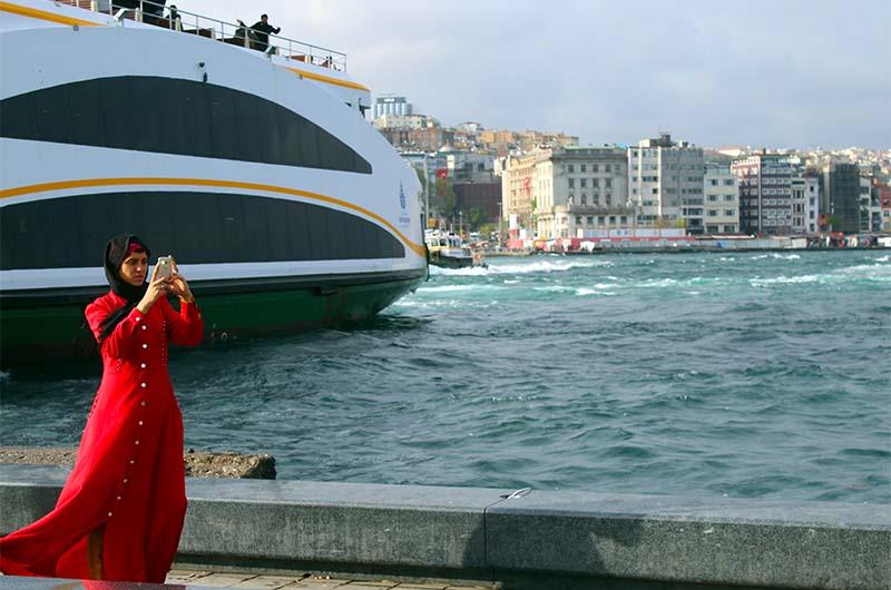 Эминеню – это район, который спускается к Босфору и Золотому Рогу.