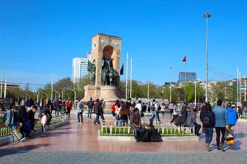 Площадь Таксим в Стамбуле.