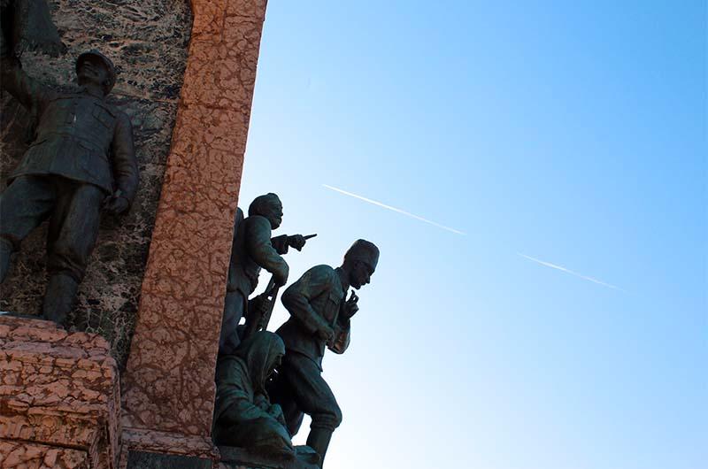 Памятник «Республика».