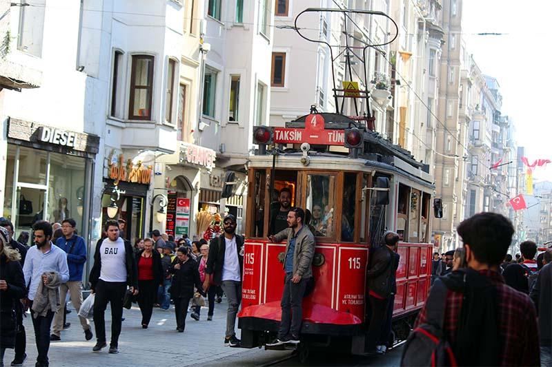 Исторический трамвай – это жемчужина Истикляля.